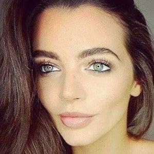 Emma McVey 2 of 4