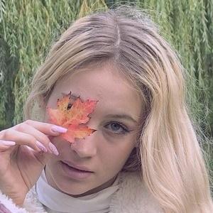 Emma Molnár 3 of 10