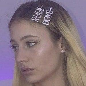 Emma Molnár 7 of 10