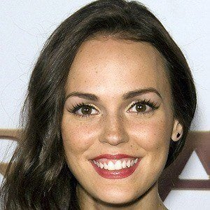 Erin Cahill 4 of 5