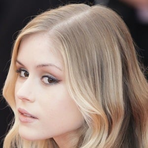 Erin Moriarty 4 of 5