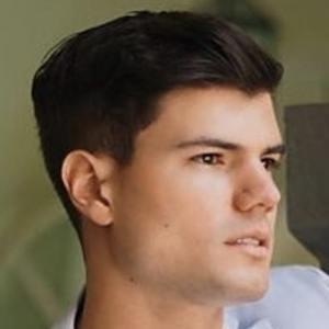 Esteban Castillo Headshot 6 of 10