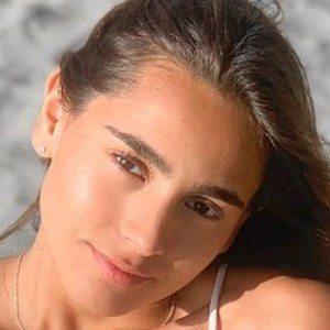 Estefy Reyes Headshot 7 of 10