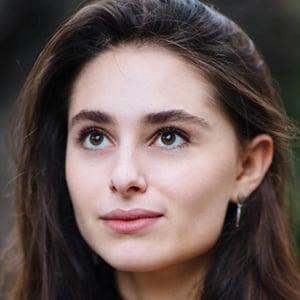 Esther Abrami 5 of 6