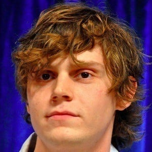 Evan Peters 4 of 9