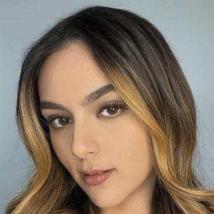 Fernanda Rivas Headshot 9 of 10