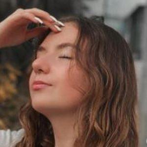 Fernanda Sasse Headshot 6 of 10
