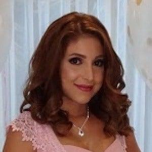 Flora Hadi 2 of 3