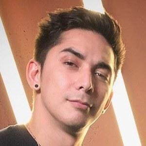 Florian Nguyen 4 of 6