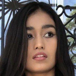 Frida Avendaño Headshot 4 of 10