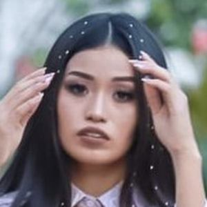 Frida Avendaño Headshot 6 of 10