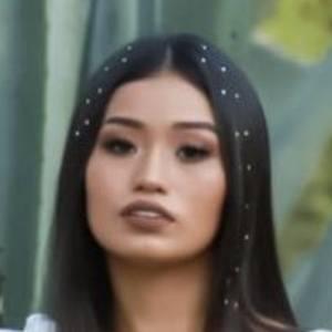 Frida Avendaño Headshot 7 of 10