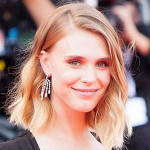 Gaia Weiss 2 of 2