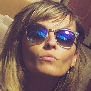 Gloria Alvarez Headshot 2 of 6
