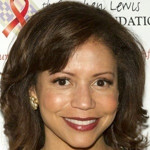 Gloria Reuben 4 of 9