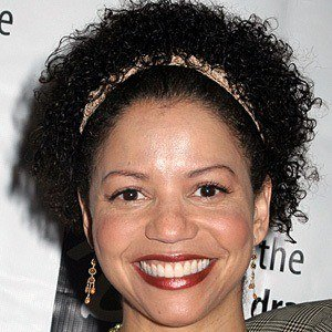 Gloria Reuben 7 of 9