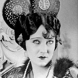 Gloria Swanson 4 of 7