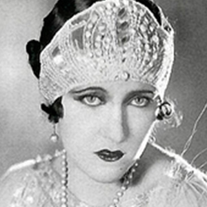 Gloria Swanson 5 of 7