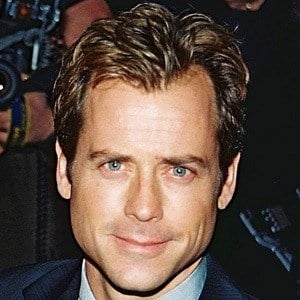 Greg Kinnear 9 of 9