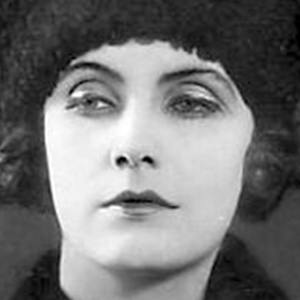 Greta Garbo 7 of 10