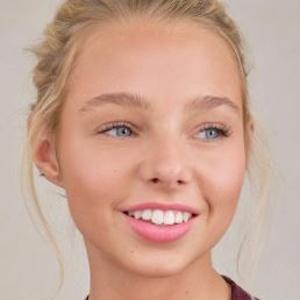 Gwen Rachel 8 of 10