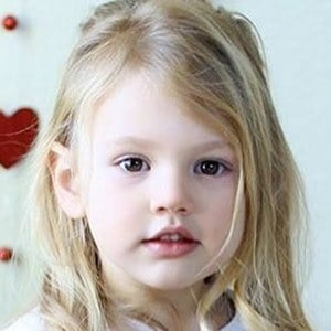 Gwyneth Weiss 6 of 7