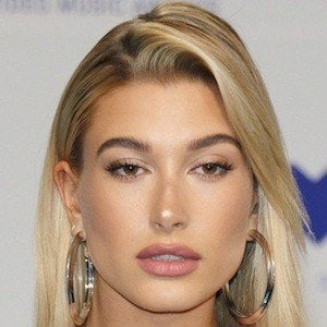 Hailey Baldwin 5 of 10