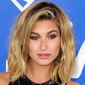 Hailey Baldwin 6 of 10
