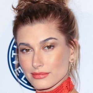 Hailey Baldwin 8 of 10