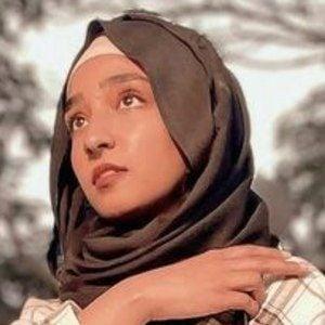 Hamna Ayub 6 of 10