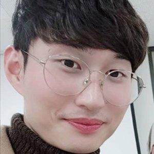 Han Jongdae 3 of 5