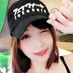 Hana Dinh 2 of 7