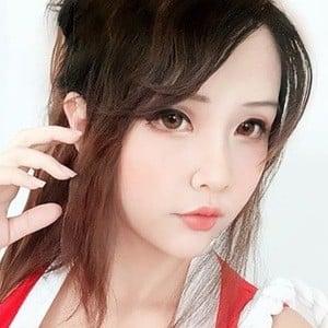 Hana Dinh 4 of 7