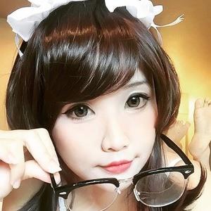 Hana Dinh 5 of 7