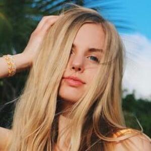 Hannah Geller 6 of 7