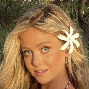 Hannah Godwin 10 of 10