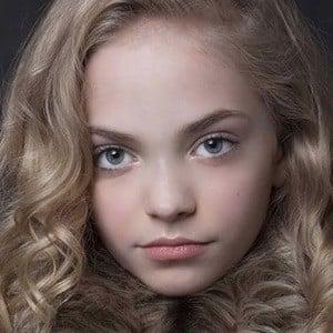 Hannah Loyd 2 of 6