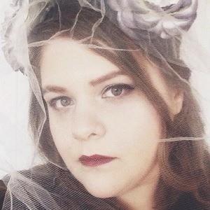 Hannah Queen 5 of 6