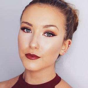 Hannah Renee 2 of 8