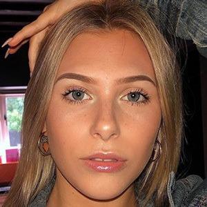 Hannah Simpson 4 of 5