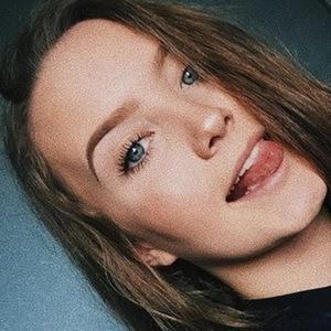 Hayley Hurley 3 of 6