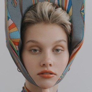 Hazel Graye Headshot 8 of 10