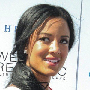 Heather Hemmens 5 of 6