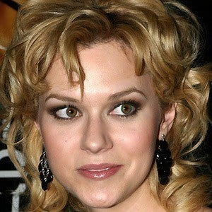 Hilarie Burton 5 of 10