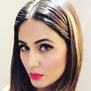 Hina Khan 9 of 10