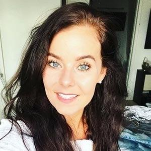 Holly Farnworth 3 of 6