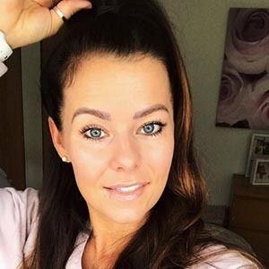 Holly Farnworth 4 of 6