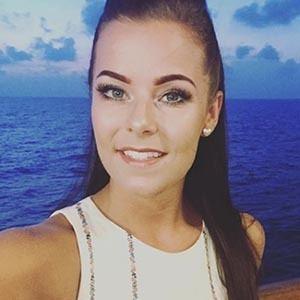 Holly Farnworth 5 of 6