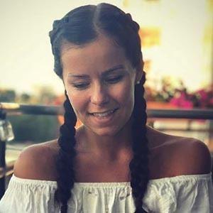 Holly Farnworth 6 of 6