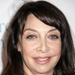 Illeana Douglas 3 of 9